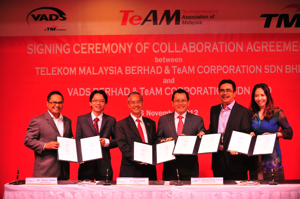 Let's collaborate: (from left) Mohamad Yusman Ammeran, General Manager, SME, TM, Yusno Yunos, Council Member of TeAM, Ir. Aziz Ismail, President, TeAM, Ahmad Azhar Yahya, Chief Executive Officer, VADS Berhad, Azizi A. Hadi, Executive Vice President, SME, TM and Faezah Mohd Amin, General Manager, VADS Berhad showing the collaborative agreement documents inked between the three parties.