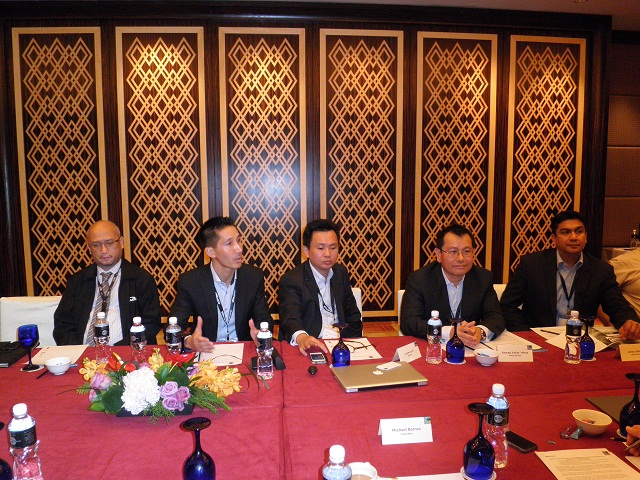 VADS Ahmad Azhar Yahya – second from right with VMware Malaysia Laurence Si – centre